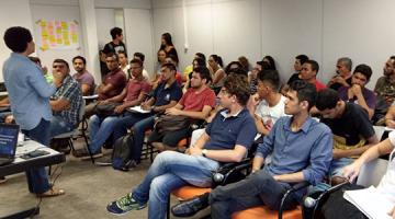 Estudantes participaram de reunião sobre criação de empresa júnior